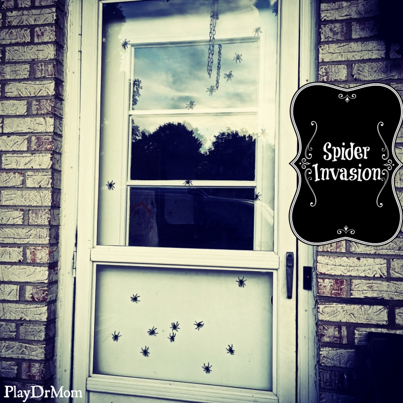 """a fun (& creepy) way to """"welcome"""" Halloween visitors!"""